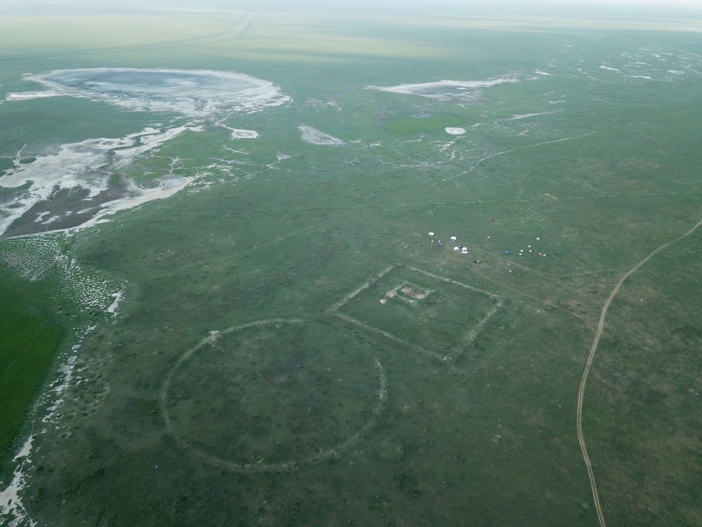 Aerial view of fort and wall line (HU)