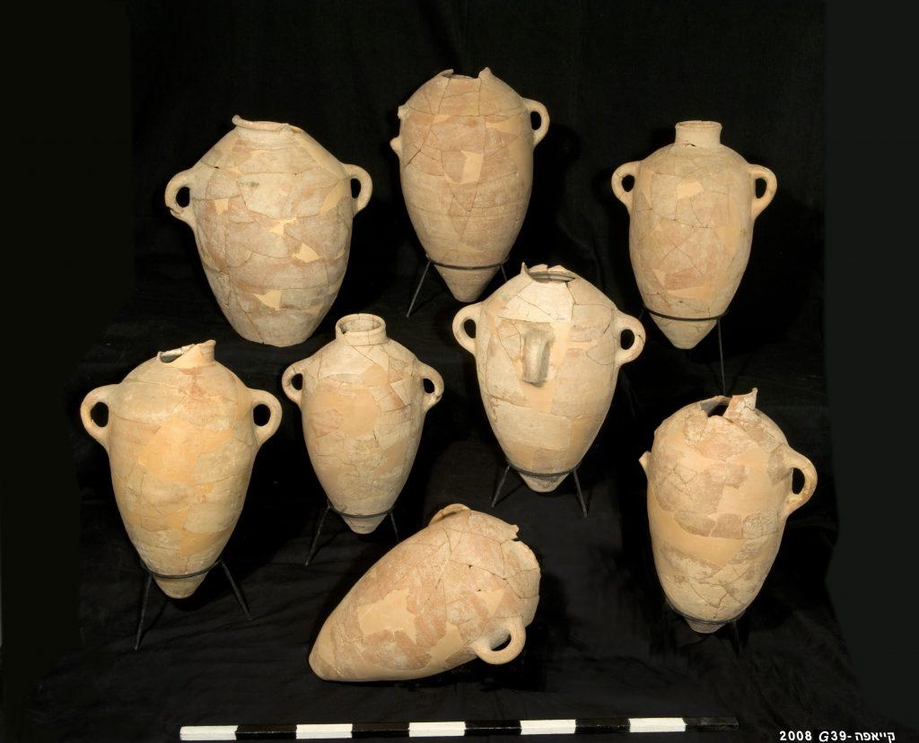 Storage Jars from Khirbet Qeiyafa .Credit Clara Amit_IAA